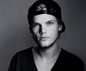 avicii, music, and black and white image