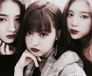 kpop, Nancy, and momoland image
