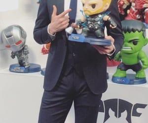 tom hiddleston, thor odinson, and infinity war image