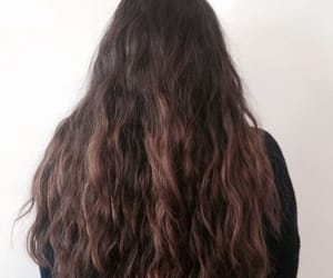 aesthetic, brunette, and wavy image