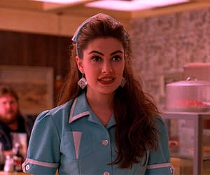 Madchen Amick, Twin Peaks, and shelly johnson image