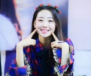 yves, loona, and yyxy image
