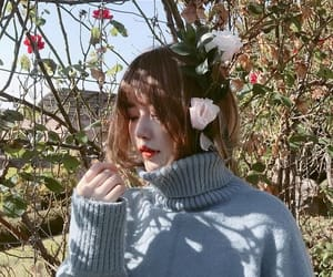 girl, ulzzang, and flowers image