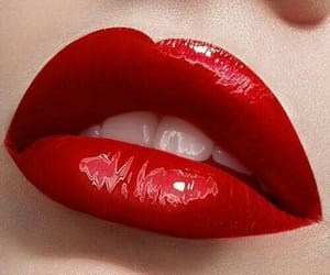beauty, lips, and tricks image