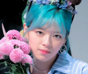 twice, jeongyeon, and blue hair image