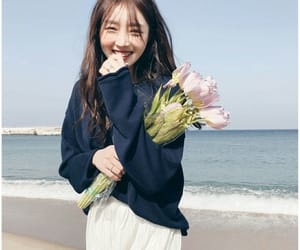 flowers, ulzzang, and aesthetic image