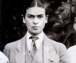 frida kahlo, black and white, and artist image