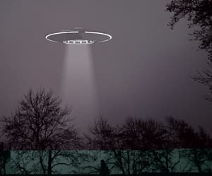 alien, art, and flying saucers image
