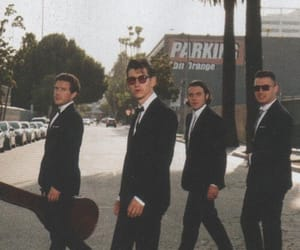 arctic monkeys and article image