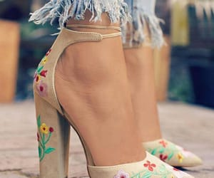 beauty, shoes, and ootd image