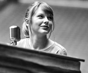 amazing, singer, and Taylor Swift image
