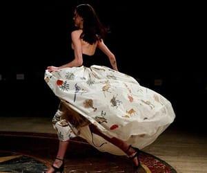 fashion, motion, and oscar de la renta image