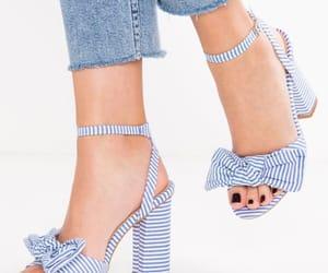 723ce1638 تفسير خلع الحذاء في الحلم رؤية نزع حذاء في المنام