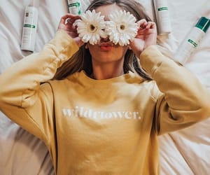aesthetic, dirty blonde, and flowers image