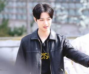 wanna one and lai kuan lin image