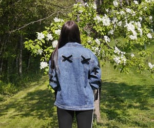 blau, jeans, and mädchen image