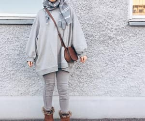 cool girl, invierno, and ugg boots image