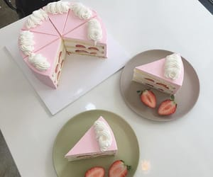 cake, aesthetic, and strawberry image