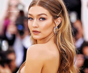model, hadid, and gigi hadid image