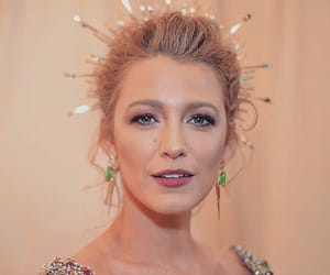 blake lively, make up, and met gala image