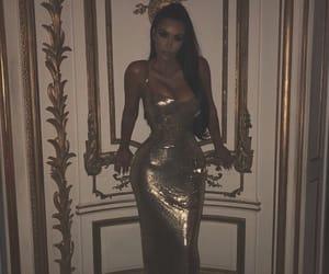 kim kardashian, gold, and met gala image