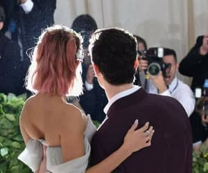 celebrity, hailey baldwin, and shaw mendes image