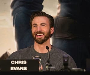 chris evans and Marvel image