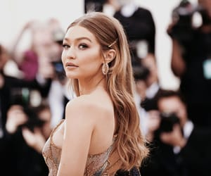 gigi hadid and met gala image