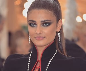 taylor hill, model, and red carpet image