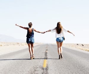 aesthetic, girls, and friendship image