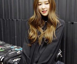 lisa, bias, and chaeyoung image