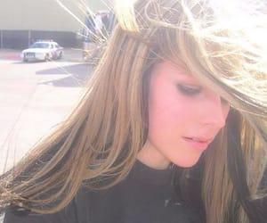 Avril Lavigne, cantante, and hermosa image