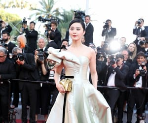 poses, red carpet, and fan bingbing image