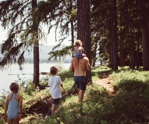 family and travel image