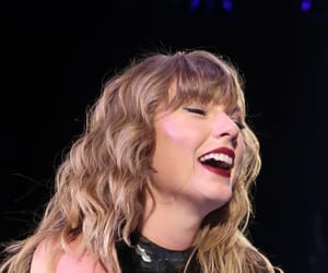 singer and Taylor Swift image