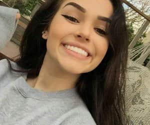 maggie lindemann and smile image