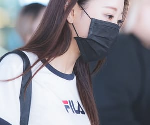 k-pop, yves, and loona image