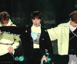 gif, renjun, and ♡nct♡ image