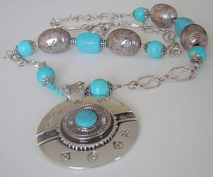 vintage fashion, pendant necklace, and chunky necklace image