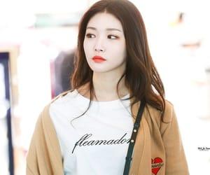 beauty, kpop, and ioi chungha image
