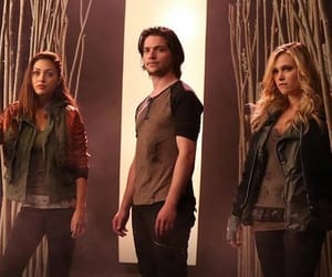 the 100, raven reyes, and clarke griffin image