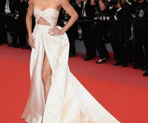 Adriana Lima, belleza, and elegancia image
