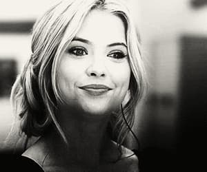 gif, hanna, and pretty little liars image