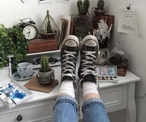 aesthetic, bedroom, and converse image