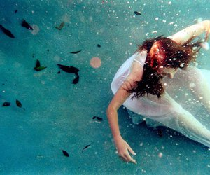 drown and underwater image