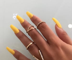 yellow nails and claws inspo image