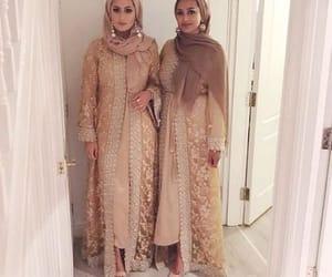 blush and abaya hijab style image