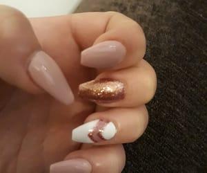 nails, nudenails, and glitternails image