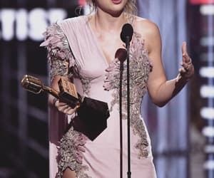 Taylor Swift and bbmas 2018 image