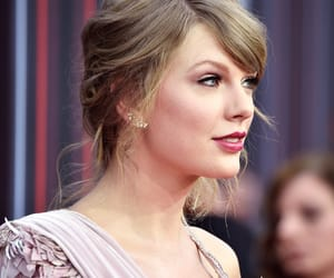 Taylor Swift and 2018 image